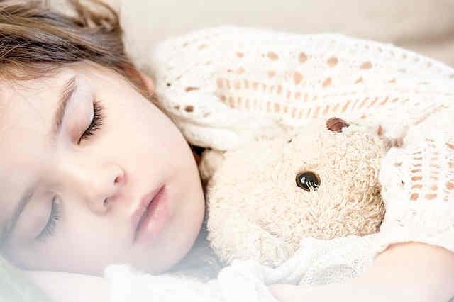 寝ている子供