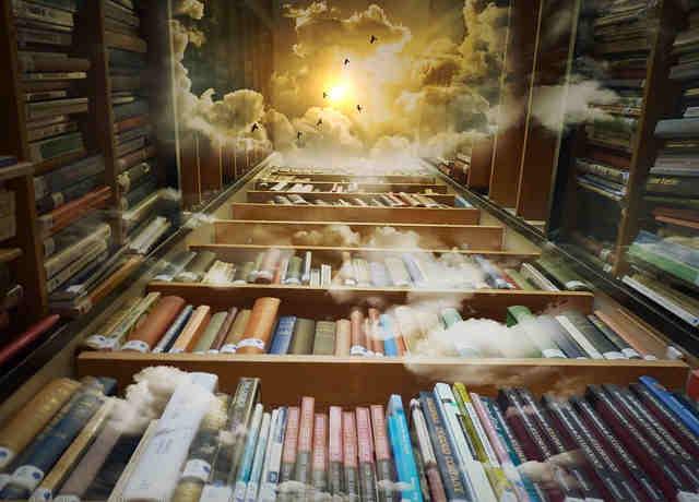 空まで続く本棚