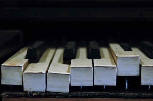 ガタガタのピアノ