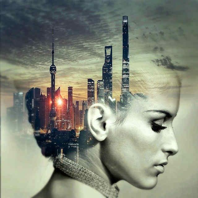 都会のイメージを持つ女性
