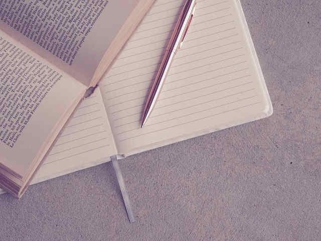 本とノートとボールペン