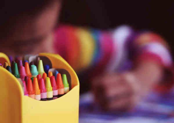 絵を描く子供